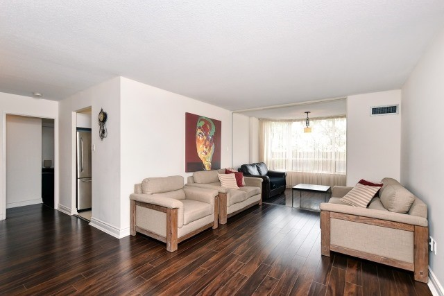Condo Apartment at 8501 Bayview Ave, Unit 312, Richmond Hill, Ontario. Image 18