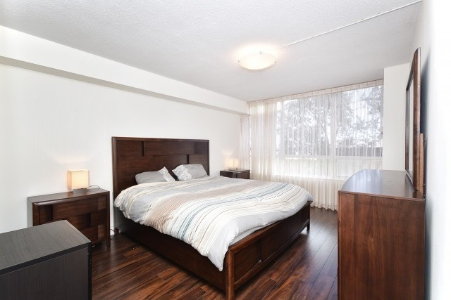 Condo Apartment at 8501 Bayview Ave, Unit 312, Richmond Hill, Ontario. Image 20