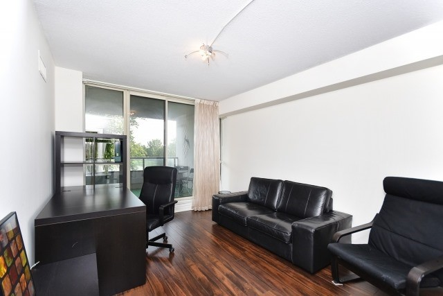 Condo Apartment at 8501 Bayview Ave, Unit 312, Richmond Hill, Ontario. Image 3