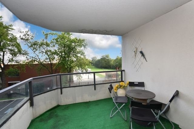 Condo Apartment at 8501 Bayview Ave, Unit 312, Richmond Hill, Ontario. Image 6