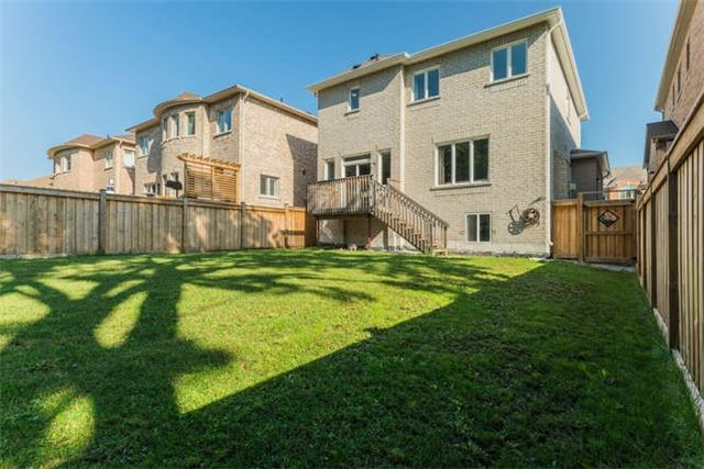 Detached at 1223 Stuffles Cres, Newmarket, Ontario. Image 12