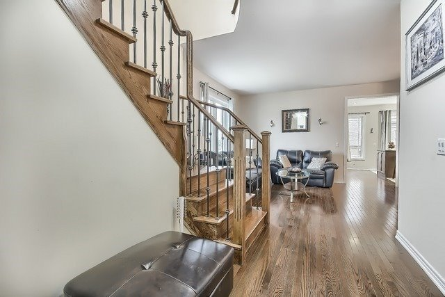Detached at 531 Woodspring Ave, East Gwillimbury, Ontario. Image 16