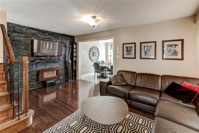 Semi-detached at 78 Four Seasons Cres, Newmarket, Ontario. Image 7