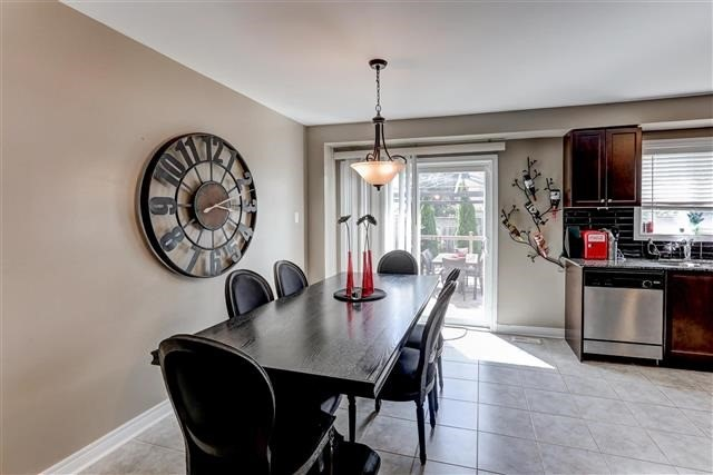 Semi-detached at 78 Four Seasons Cres, Newmarket, Ontario. Image 10