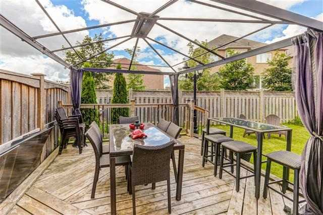 Semi-detached at 78 Four Seasons Cres, Newmarket, Ontario. Image 4