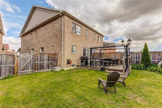 Semi-detached at 78 Four Seasons Cres, Newmarket, Ontario. Image 6