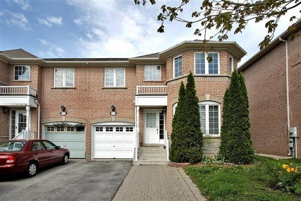 Semi-detached at 354 Spruce Grove Cres, Newmarket, Ontario. Image 1