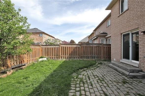 Semi-detached at 354 Spruce Grove Cres, Newmarket, Ontario. Image 7