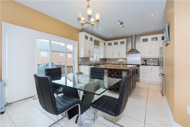 Detached at 369 Tower Hill Rd, Richmond Hill, Ontario. Image 20