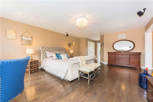 Detached at 369 Tower Hill Rd, Richmond Hill, Ontario. Image 4
