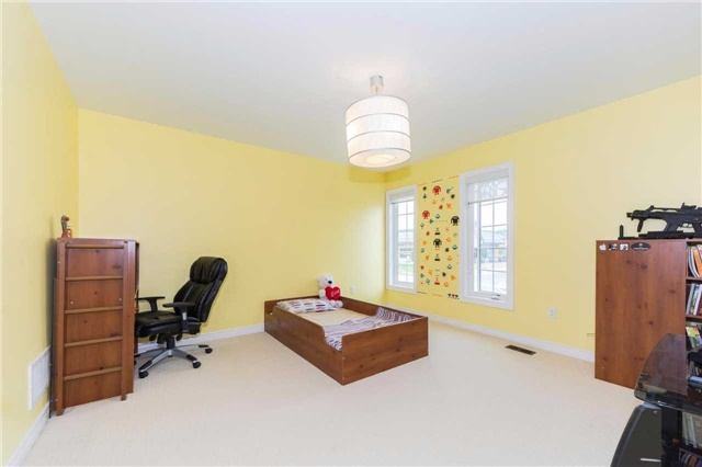 Detached at 369 Tower Hill Rd, Richmond Hill, Ontario. Image 8