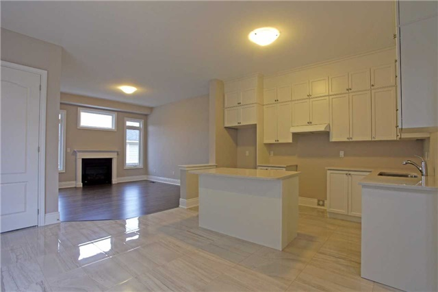 Detached at 160 Paradelle Dr, Richmond Hill, Ontario. Image 2