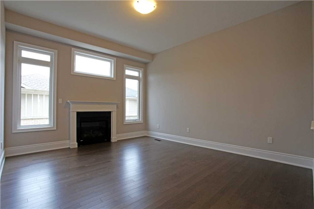 Detached at 160 Paradelle Dr, Richmond Hill, Ontario. Image 3