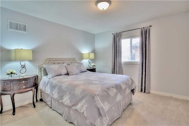 Detached at 106 Snowy Meadow Ave, Richmond Hill, Ontario. Image 6