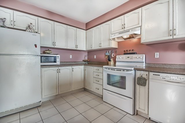 Townhouse at 578 Pinder Ave, Newmarket, Ontario. Image 2