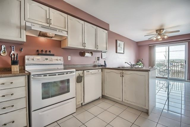 Townhouse at 578 Pinder Ave, Newmarket, Ontario. Image 4
