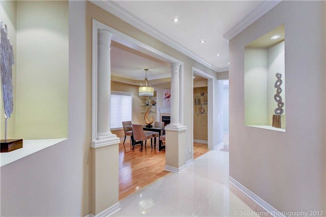 Detached at 23 Strauss Rd, Vaughan, Ontario. Image 12