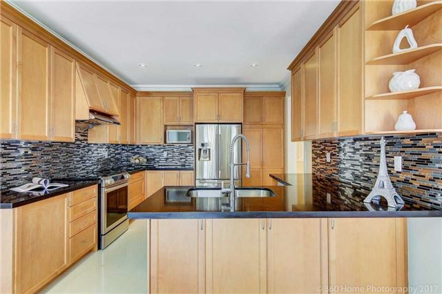 Detached at 23 Strauss Rd, Vaughan, Ontario. Image 18