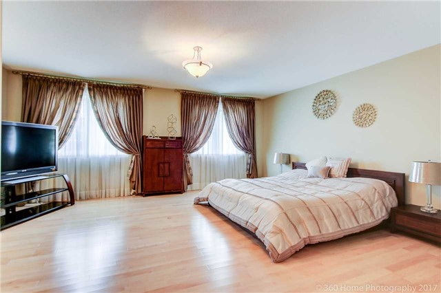 Detached at 23 Strauss Rd, Vaughan, Ontario. Image 2