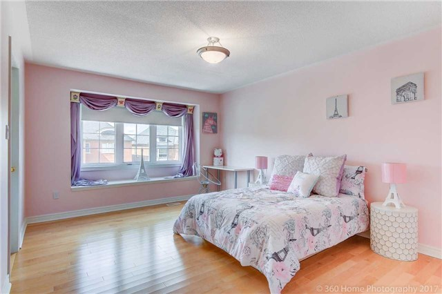 Detached at 23 Strauss Rd, Vaughan, Ontario. Image 6