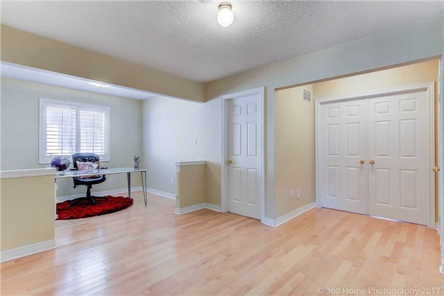 Detached at 23 Strauss Rd, Vaughan, Ontario. Image 9