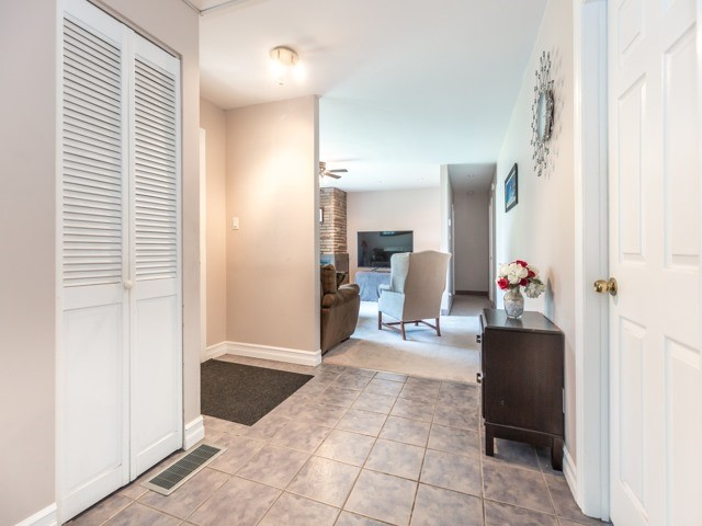 Detached at 445 Hill St, East Gwillimbury, Ontario. Image 16