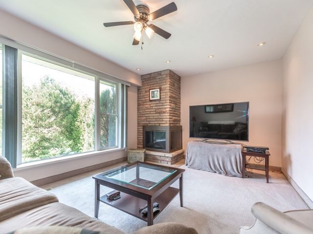 Detached at 445 Hill St, East Gwillimbury, Ontario. Image 17