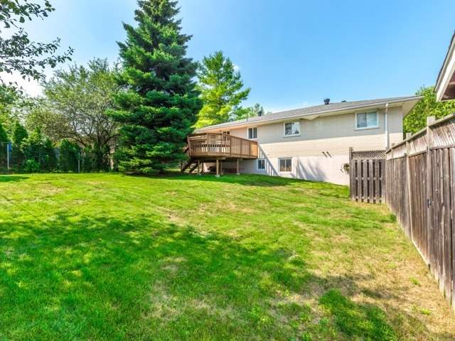 Detached at 445 Hill St, East Gwillimbury, Ontario. Image 6