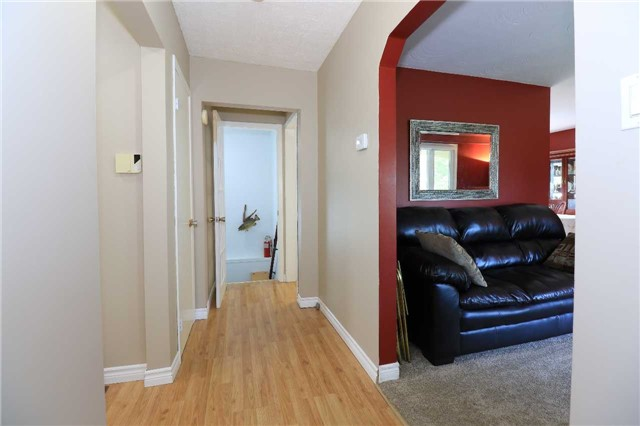 Detached at 2082 Lea Rd, Innisfil, Ontario. Image 3