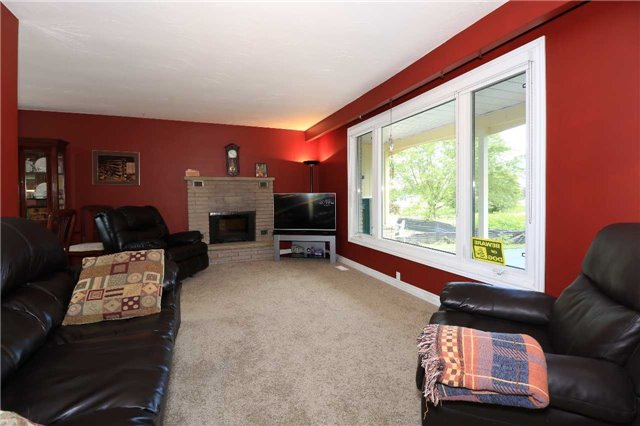 Detached at 2082 Lea Rd, Innisfil, Ontario. Image 4