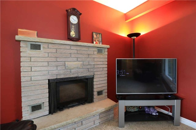 Detached at 2082 Lea Rd, Innisfil, Ontario. Image 8