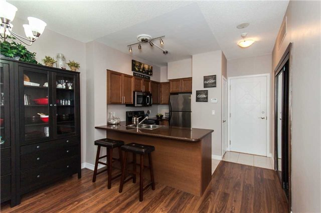 Condo Apartment at 18 Harding Blvd, Unit 102, Richmond Hill, Ontario. Image 20
