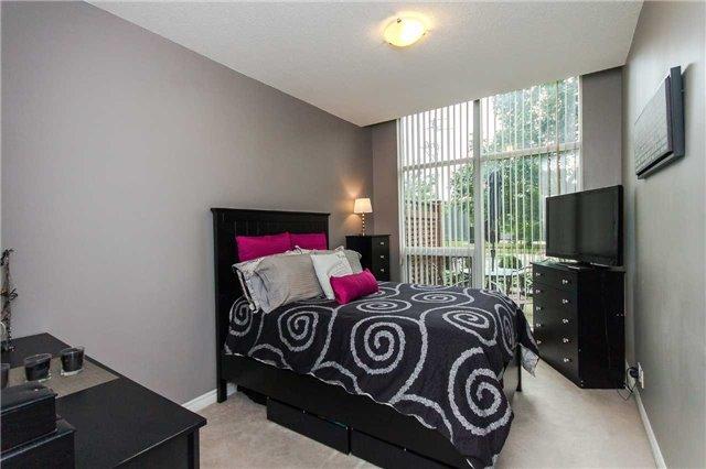 Condo Apartment at 18 Harding Blvd, Unit 102, Richmond Hill, Ontario. Image 4
