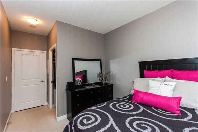 Condo Apartment at 18 Harding Blvd, Unit 102, Richmond Hill, Ontario. Image 5