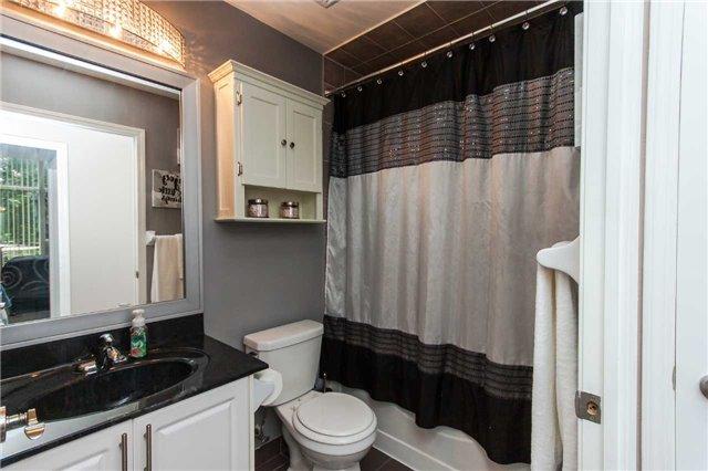 Condo Apartment at 18 Harding Blvd, Unit 102, Richmond Hill, Ontario. Image 8