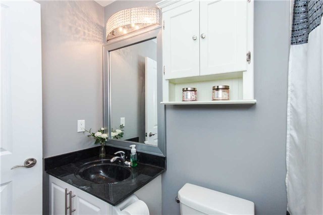Condo Apartment at 18 Harding Blvd, Unit 102, Richmond Hill, Ontario. Image 9