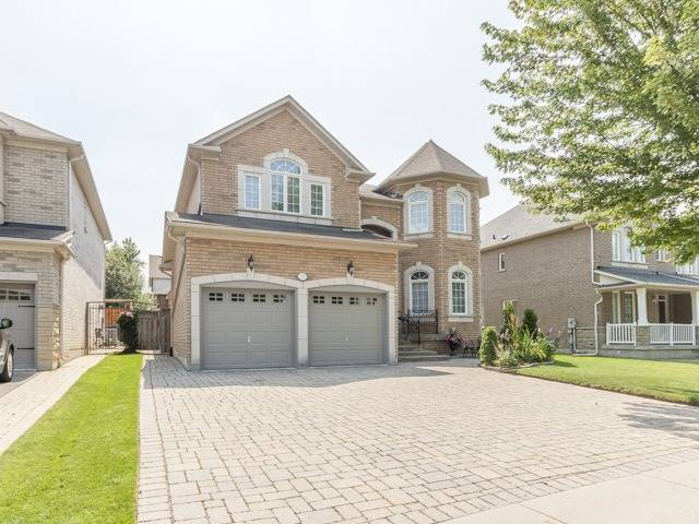 Detached at 221 Sunset Beach Rd, Richmond Hill, Ontario. Image 1