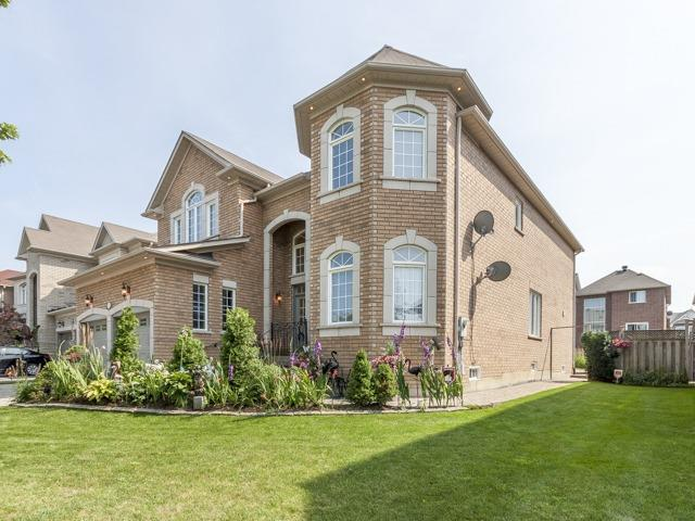 Detached at 221 Sunset Beach Rd, Richmond Hill, Ontario. Image 12