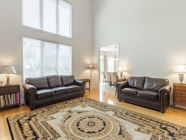 Detached at 221 Sunset Beach Rd, Richmond Hill, Ontario. Image 3