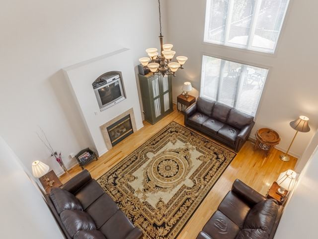 Detached at 221 Sunset Beach Rd, Richmond Hill, Ontario. Image 4