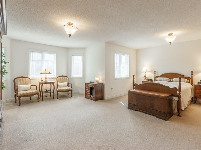 Detached at 221 Sunset Beach Rd, Richmond Hill, Ontario. Image 7