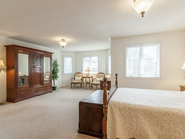 Detached at 221 Sunset Beach Rd, Richmond Hill, Ontario. Image 8
