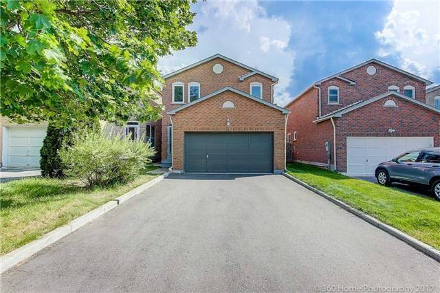 Detached at 31 Alderbury Dr, Markham, Ontario. Image 1