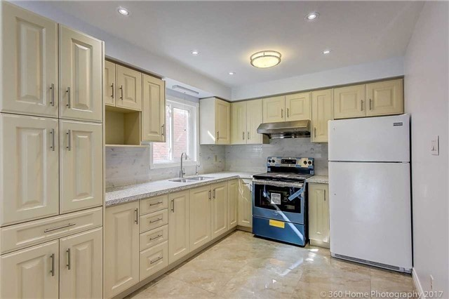 Detached at 31 Alderbury Dr, Markham, Ontario. Image 19