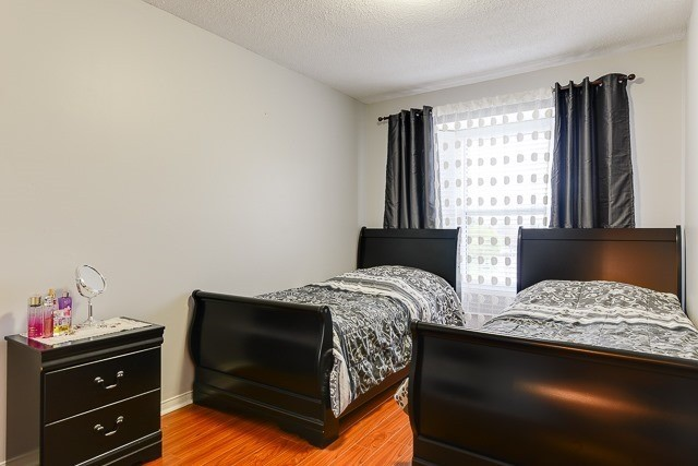Townhouse at 11 Queensmill Crt, Richmond Hill, Ontario. Image 6