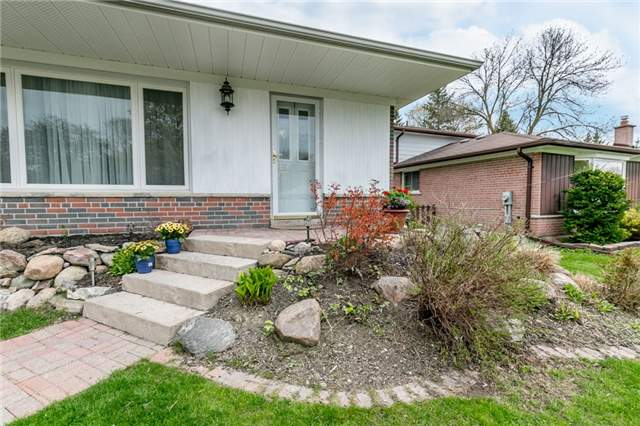 Detached at 300 Roywood Cres, Newmarket, Ontario. Image 12