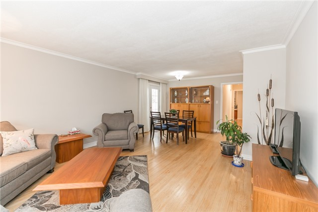 Detached at 300 Roywood Cres, Newmarket, Ontario. Image 15