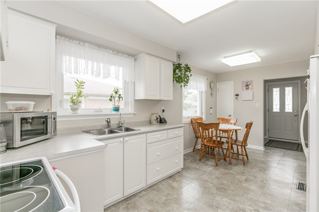 Detached at 300 Roywood Cres, Newmarket, Ontario. Image 18