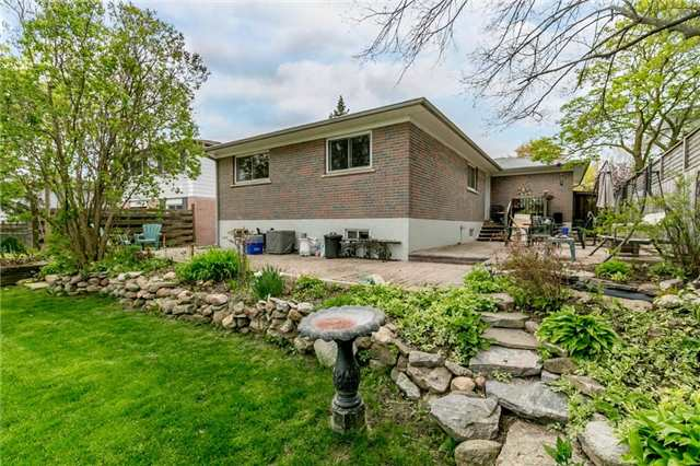 Detached at 300 Roywood Cres, Newmarket, Ontario. Image 5