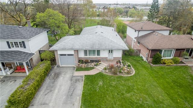 Detached at 300 Roywood Cres, Newmarket, Ontario. Image 8